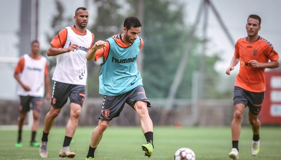 Stojiljkovic e Eduardo no plantel 11