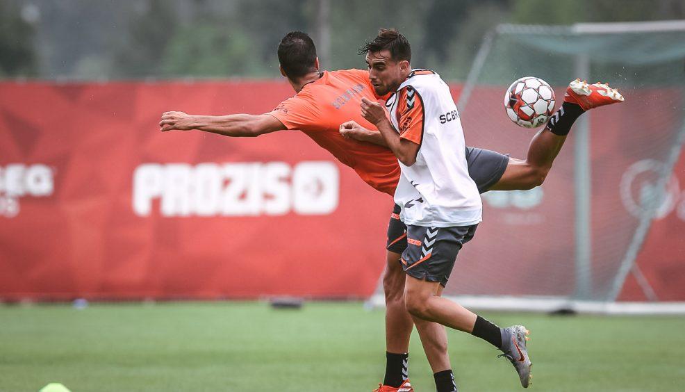 Stojiljkovic e Eduardo no plantel 14