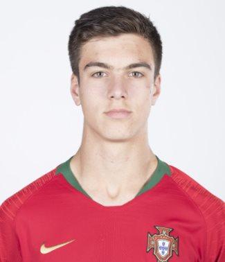 Em Portugal, nenhum Sub-15 marca como ele 10