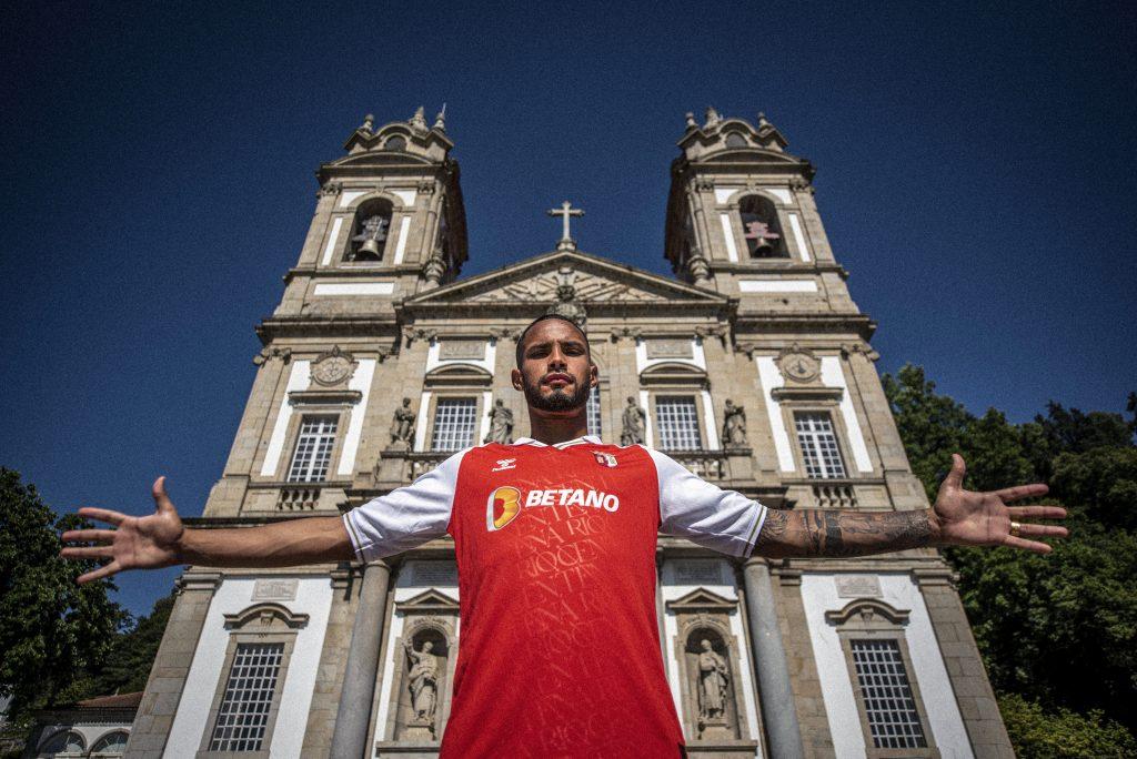 Schettine assina pelo SC Braga