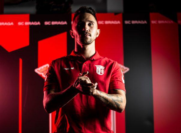 Miguel Ângelo assina pelo SC Braga/AAUM
