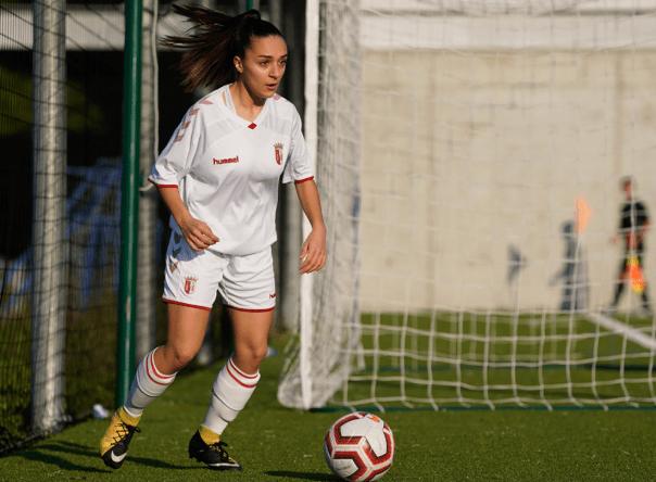 Leonor Freitas assina contrato de formação 1