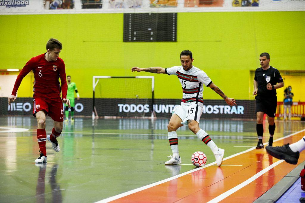 Miguel Ângelo ajuda Seleção a carimbar presença no Europeu