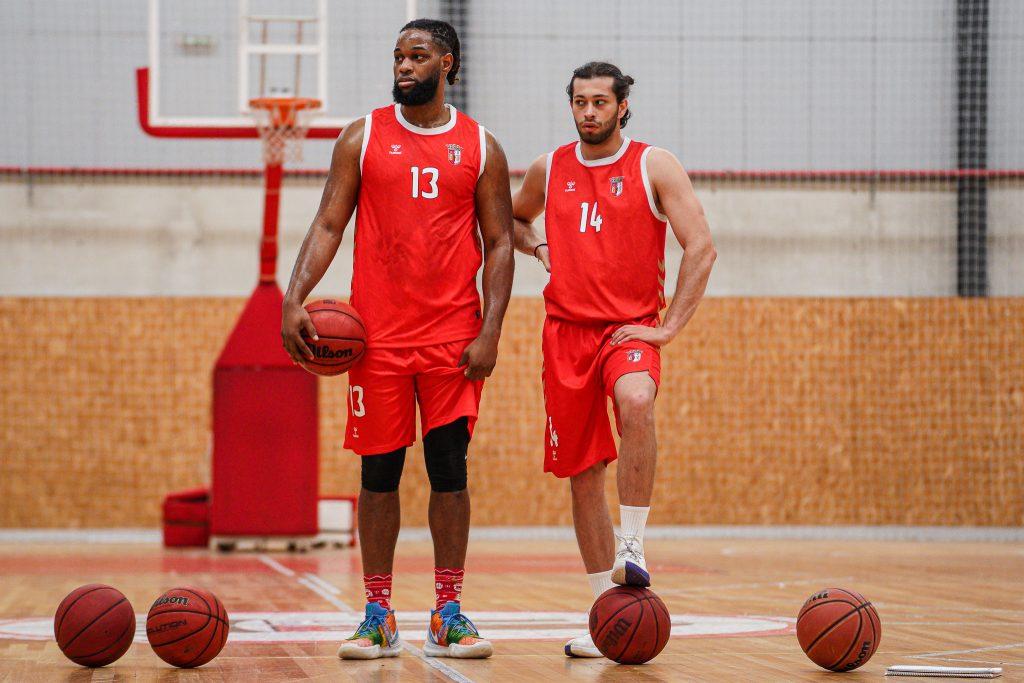 Calvin Chandler é reforço da equipa masculina de basquetebol 1