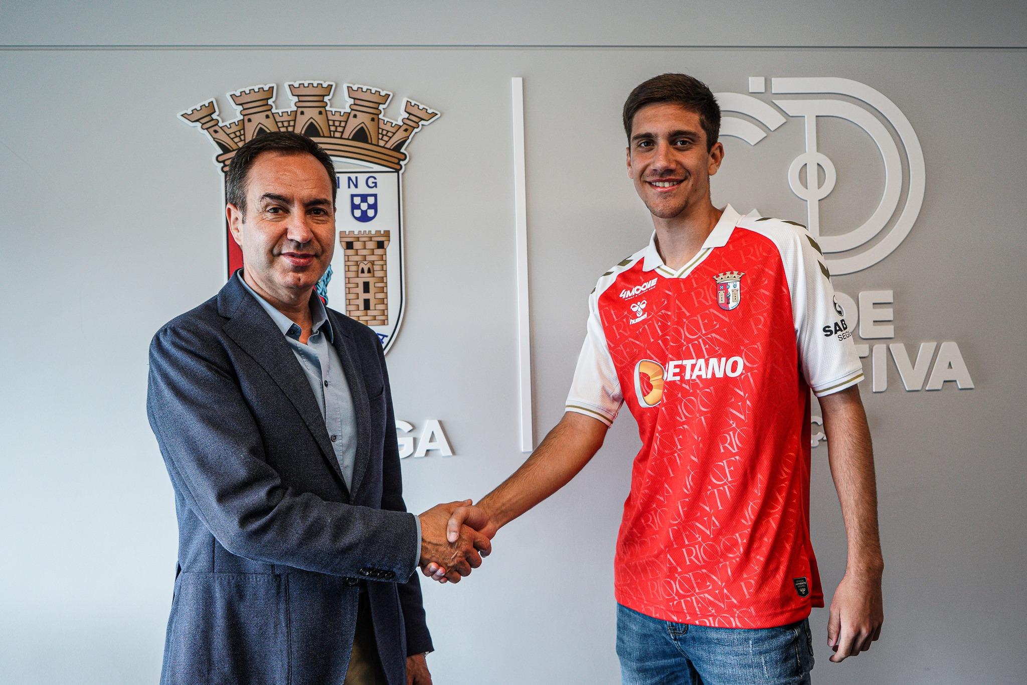 Beirão assina contrato profissional 4