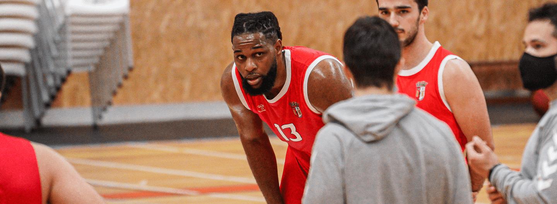Calvin Chandler é reforço da equipa masculina de basquetebol 4