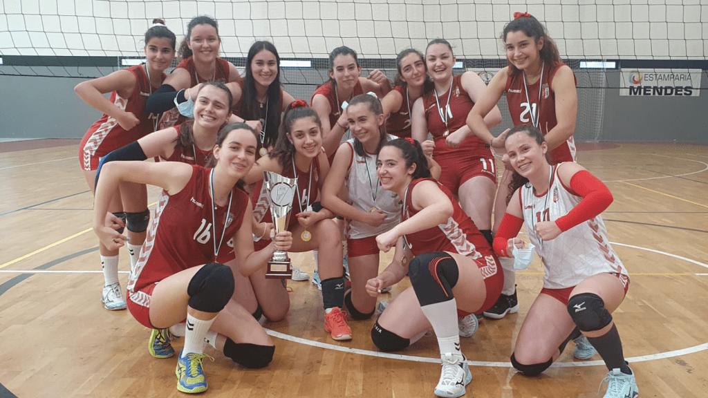 Juvenis de voleibol sagram-se campeãs regionais