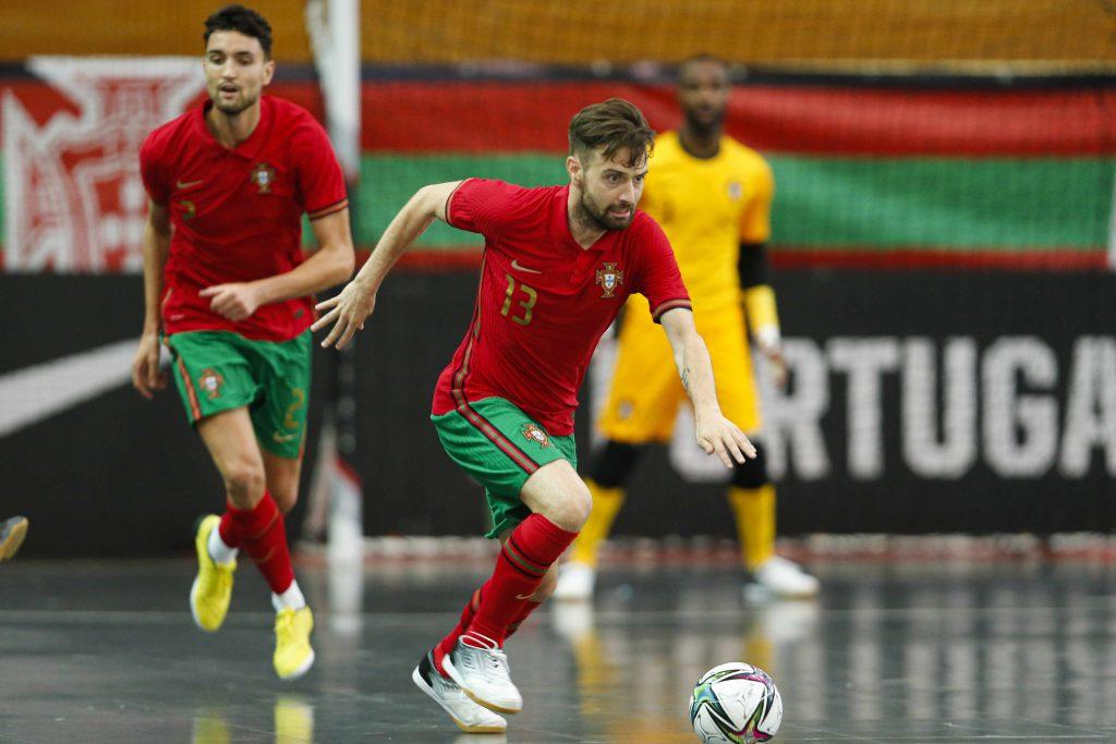 Fábio Cecílio marca pela Seleção Nacional de Futsal 1
