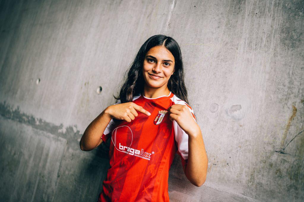 Margarida Rodrigues assina contrato de formação